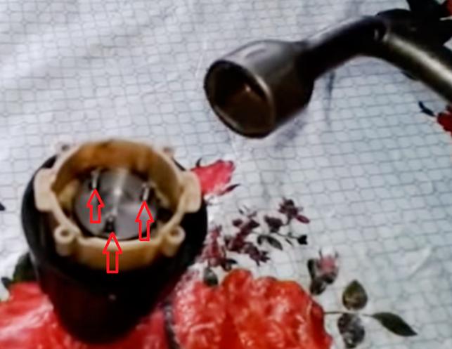 проворачиваем-ключ-против-часовой-стрелки