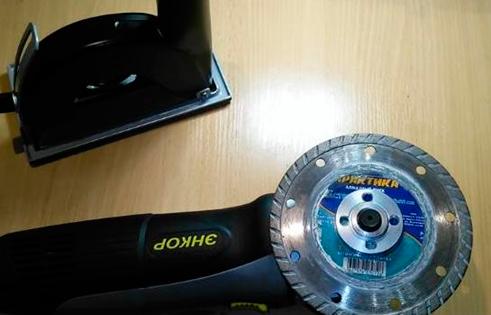 На-шпиндель-с-шайбой-устанавливают-диск